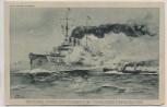 Künstler-AK Willy Tiedjen Deutsches Linienschiff im Kampfe mit feindlichen Torpedobooten 1. WK Marine Feldpost 1914
