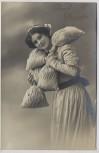 AK Foto Prosit Neujahr Frau mit Geldsäcken 1911
