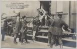 AK Foto Original Aufnahme vom feindlichen Kriegsschauplatz Untersuchung der Pässe eines Photographen auf einer Eisenbahnstation Soldaten mit Gewehr 1. WK Verlag Gustav Liersch 1915