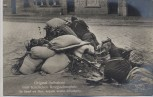 VERKAUFT !!!   AK Foto Original Aufnahme vom feindlichen Kriegsschauplatz Im Kampf um Alost belgische Straßen-Verteidigung Soldaten mit Gewehr 1. WK Verlag Gustav Liersch 1915