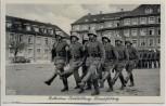 AK Foto Unser Heer Rekrutenausbildung Marschübung Soldaten mit Gewehr und Stahlhelm 1936
